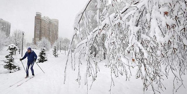 Ρωσία: Χιονόπτωση-ρεκόρ στη Μόσχα [εικόνες]