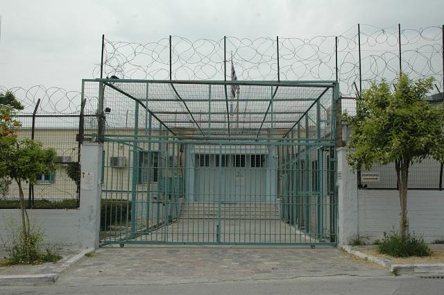 Εσπασε με γροθιές την κάμερα στη Φυλακή Νέων Βόλου