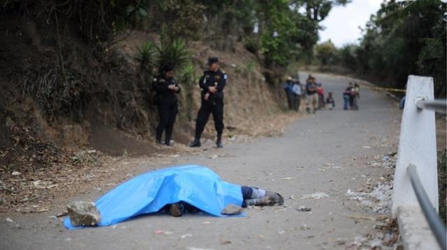Γουατεμάλα: Όχλος λίντσαρε και έκαψε ζωντανούς νεαρούς επειδή «εκβίαζαν οδηγούς ταξί»