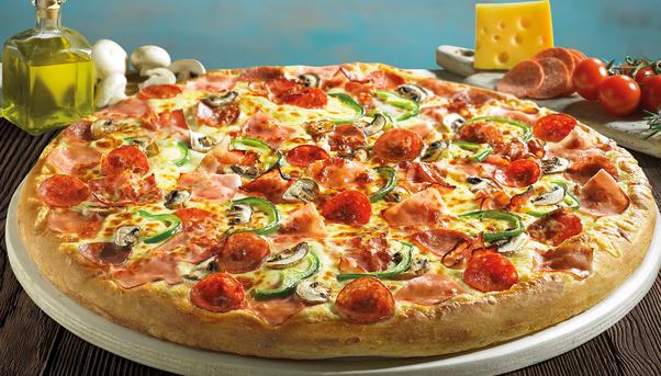 4χ4: Η μεγαλύτερη πίτσα που έγινε ποτέ από την Pizza Fan