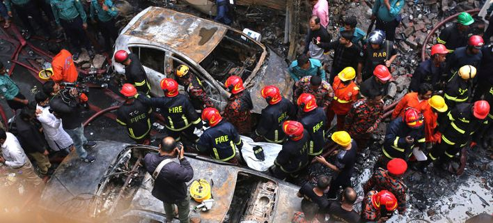 70 νεκροί από φωτιά σε πολυκατοικία στο Μπαγκλαντές