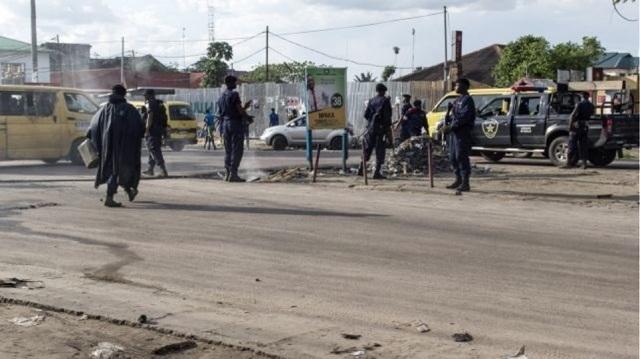 Βυτιοφόρο που μετέφερε οξύ συγκρούστηκε με λεωφορείο: Τουλάχιστον 18 νεκροί
