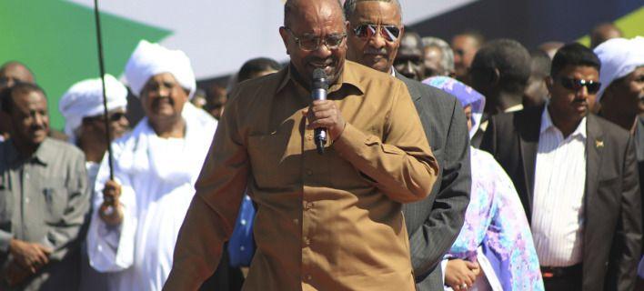 Σε κατάσταση έκτακτης ανάγκης το Σουδάν: Διαλύθηκε η κυβέρνηση
