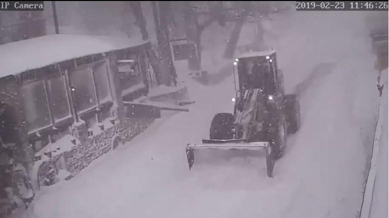 Ενάμιση μέτρο χιόνι στα Χάνια – Πως διεξάγεται η κυκλοφορία στο Πήλιο (live)