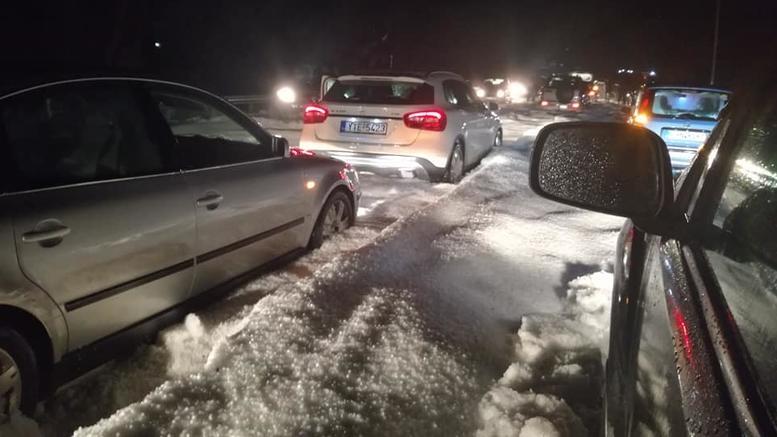 Μεγάλα προβλήματα στην Κρήτη: Απεγκλωβίστηκαν οδηγοί [εικόνες]
