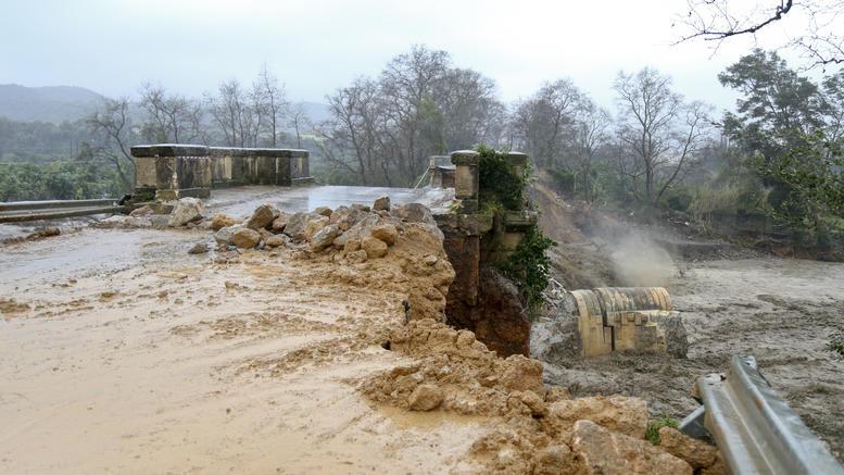 Τεράστια καταστροφή στα Χανιά, αγωνία για τον αγνοούμενο