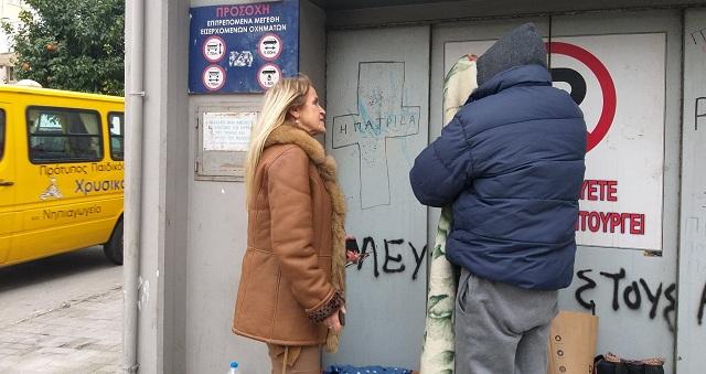 Ζωή πάνω στα χαρτόκουτα για 50χρονο άστεγο στον Βόλο