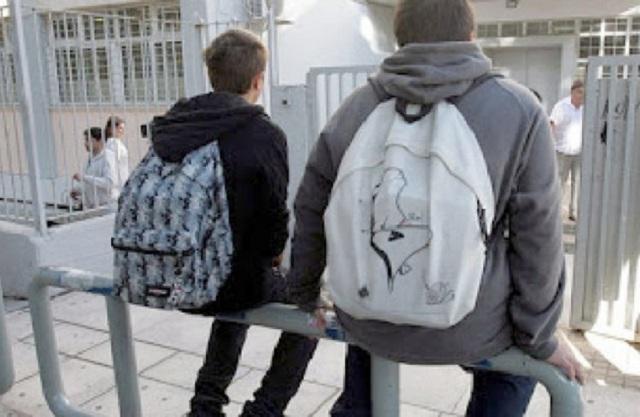 Σάλος με την απόφαση Γαβρόγλου να ξεκινάει το σχολείο στις 9
