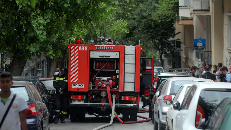 Ισχυρή έκρηξη με τραυματία σε πάρκινγκ στη Γλυφάδα