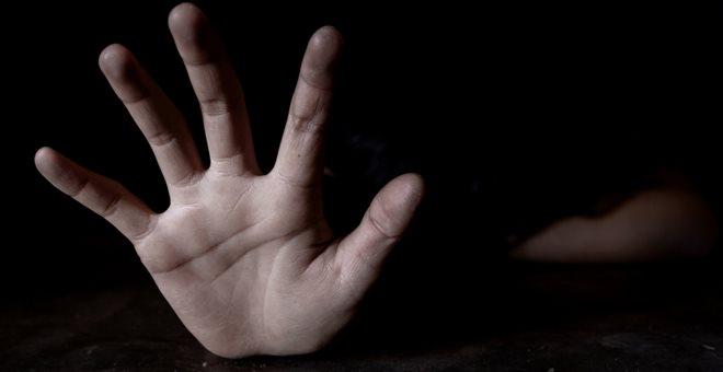 Συνελήφθη 67χρονος που κατηγορείται ότι θώπευσε 9χρονη σε στάση λεωφορείου