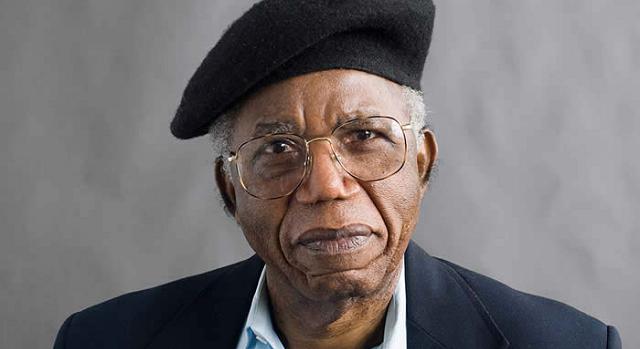 Ο Νιγηριανός ποιητής Τσινούα Ατσέμπε, ο πατέρας της Αφρικανικής Λογοτεχνίας