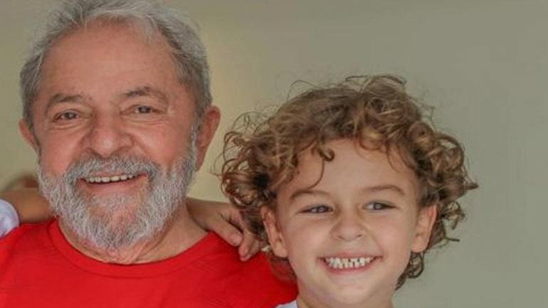 Βραζιλία: Αδεια στον φυλακισμένο πρώην πρόεδρο Λούλα για την κηδεία του 7χρονου εγγονού του