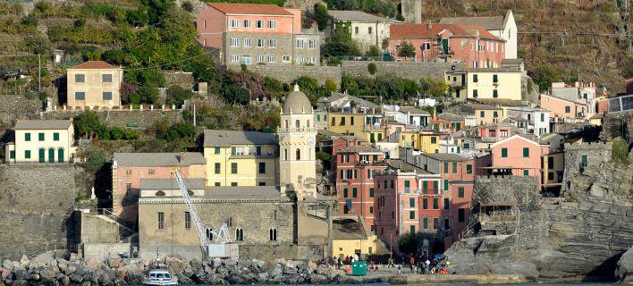 Διακοπές σε παραθαλάσσιο μέρος με σαγιονάρες; Απαγορεύεται στην Ιταλία. Πρόστιμο 2.500 ευρώ