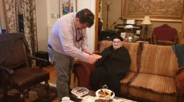 Τιμήθηκε η αρχαιότερη εν ζωή νοσηλεύτρια από το Νοσοκομείο Τρικάλων