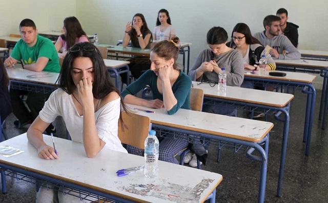 Μαθητές κατά Γαβρόγλου: Πειραματόζωα της κυβέρνησης δεν θα γίνουμε