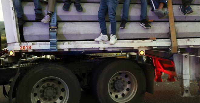 Δεκάδες νεκροί από την ανατροπή φορτηγού στο Μεξικό