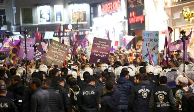Επεισόδια και δακρυγόνα στην διαδήλωση για τα δικαιώματα των γυναικών στην Κωνσταντινούπολη
