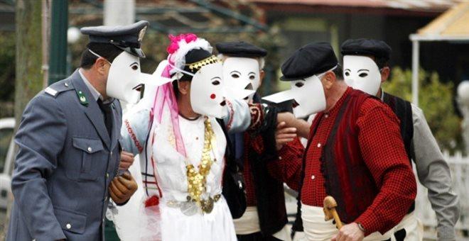 Με ντουφεκιές υποδέχονταν οι Καραγκούνηδες στην Καρδίτσα την περίοδο του Τριωδίου