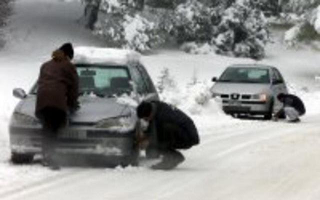 Πυκνή χιονόπτωση στη Φθιώτιδα: Εχουν εγκλωβιστεί οχήματα στο Δομοκό