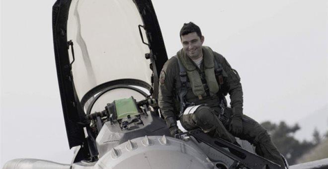 Ποιος είναι ο Έλληνας που ψηφίστηκε καλύτερος πιλότος του ΝΑΤΟ σε άσκηση