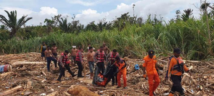 Ινδονησία: 2 νεκροί από κατολίσθηση -Στους 58 οι νεκροί από τις πλημμύρες