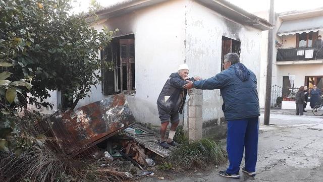 Επέστρεψε στο κατεστραμμένο σπίτι του στην Αγριά...