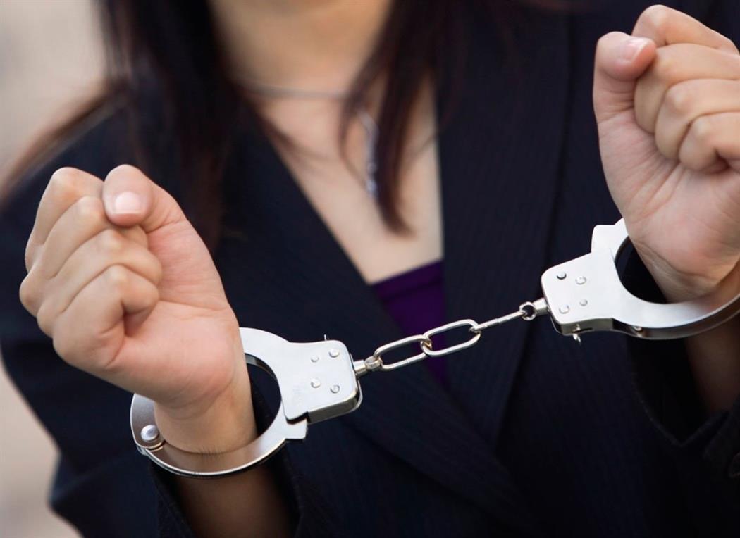 Χειροπέδες σε 24χρονη που έκλεψε από σούπερ μάρκετ