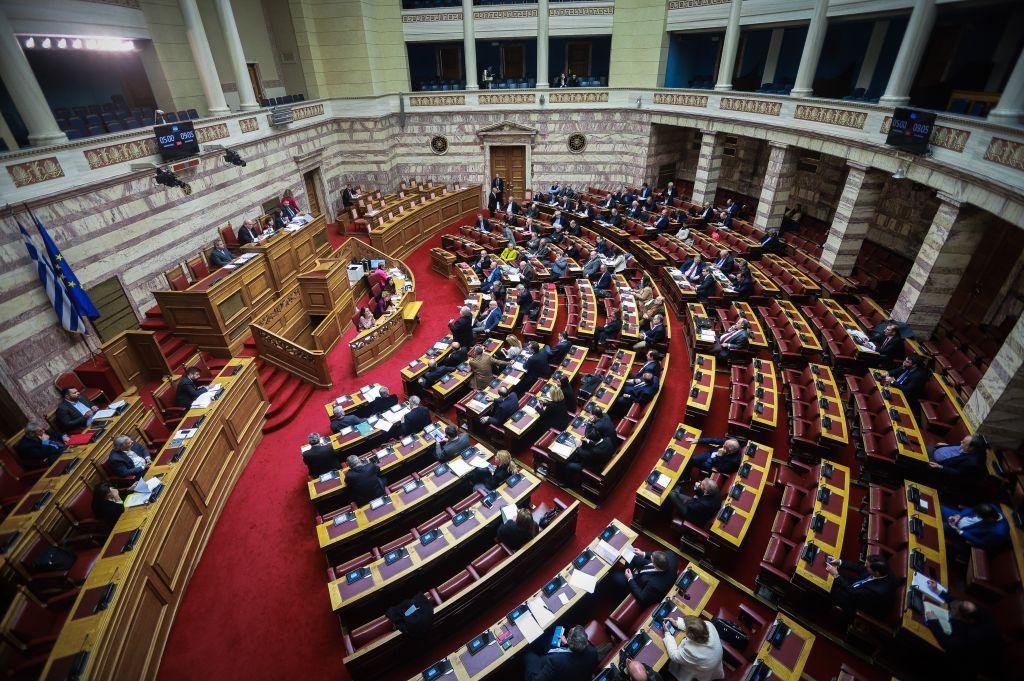 Ομαδικά πυρά  από την αντιπολίτευση για  «φωτογραφική τροπολογία»