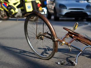 Δίκυκλο παρέσυρε ηλικιωμένο ποδηλάτη στην Ιωλκού