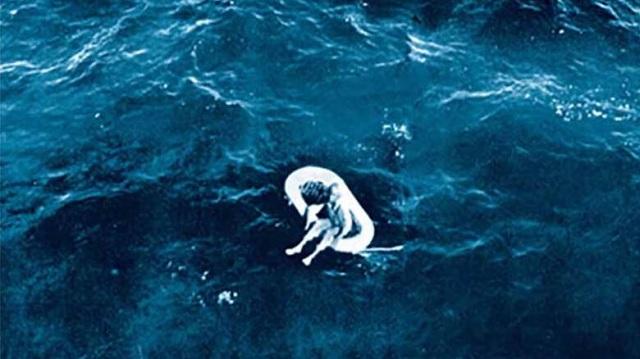Βρέθηκε να επιπλέει στον ωκεανό και μετά 58 χρόνια αποκαλύφθηκε η φρικιαστική ιστορία της