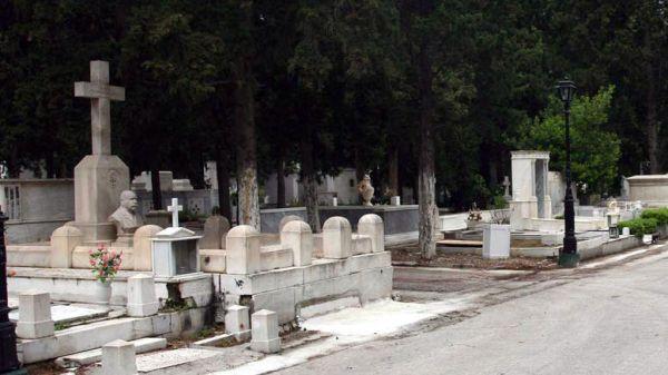 Επιτέλους έθαψαν τους νεκρούς τους στην Αγριά...