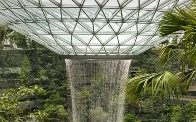 Σιγκαπούρη: Εγκαινιάζεται ο πιο ψηλός καταρράκτης κλειστού χώρου