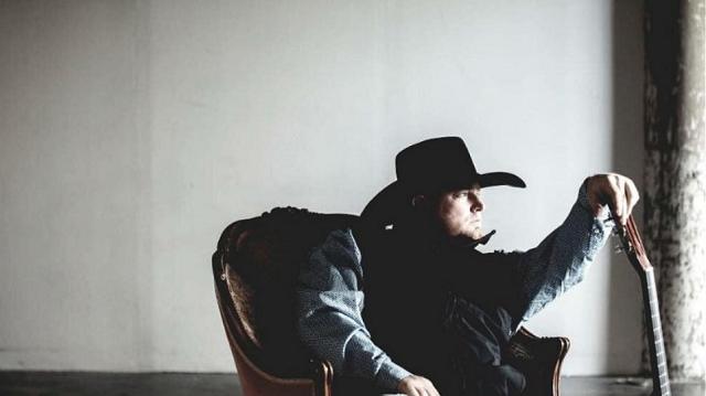Νεκρός ο τραγουδιστής Τζάστιν Κάρτερ: Αυτοπυροβολήθηκε κατά λάθος σε βίντεο κλιπ