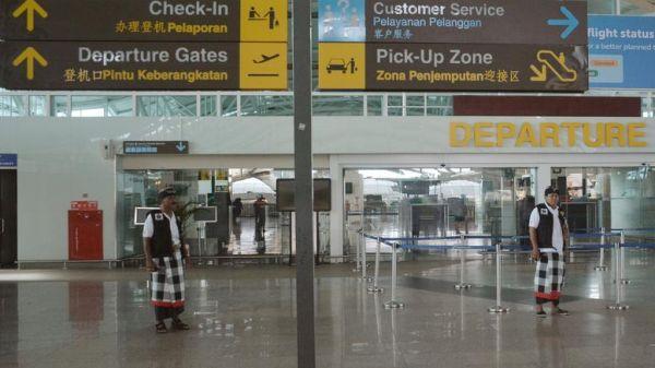 Τουρίστας συνελήφθη με ουρακοτάγκο στην τσάντα του