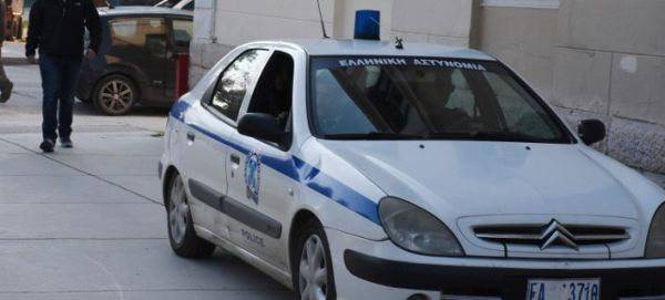Ηράκλειο: Αστυνομικοί πήγαν να βοηθήσουν νεαρό, τους επιτέθηκαν αντιεξουσιαστές