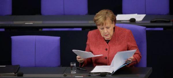 Γερμανία: Αυξάνονται οι μισθοί υπουργών και βουλευτών - 25.060 ευρώ θα παίρνει η Μέρκελ