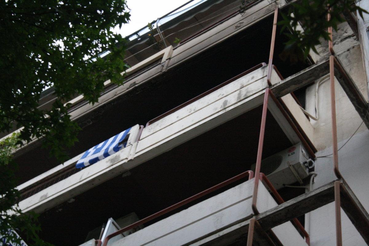 Φωτιά σε διαμέρισμα στο κέντρο της Λάρισας (φωτ.)