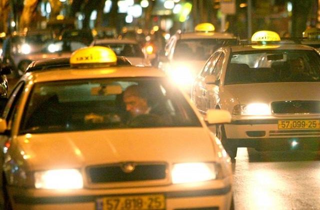 Γυναίκα γέννησε σε ταξί στο κέντρο της Αθήνας: Σε ρόλο μαιευτήρα ο ταξιτζής