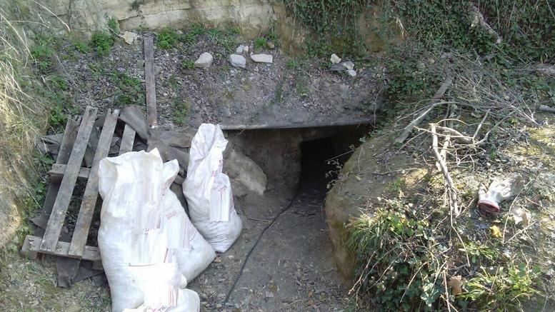 Έψαχναν για αρχαία και άνοιξαν σήρραγα 30 μέτρων κάτω από Μονή