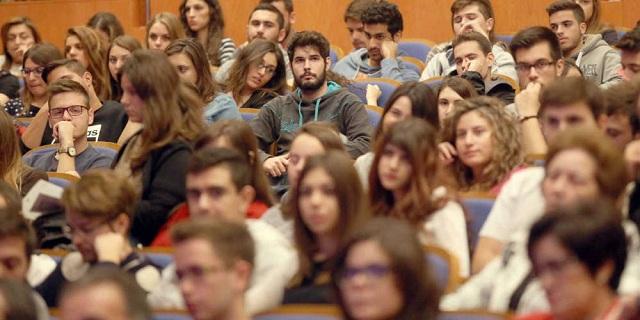 Φορολογική παγίδα για χιλιάδες φοιτητές: Πώς θα επιβαρυνθούν