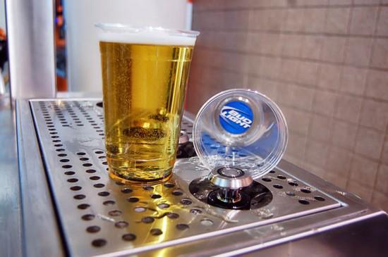 Ο νέος τρόπος γεμίσματος ποτηριού μπύρας θα σας εκπλήξει