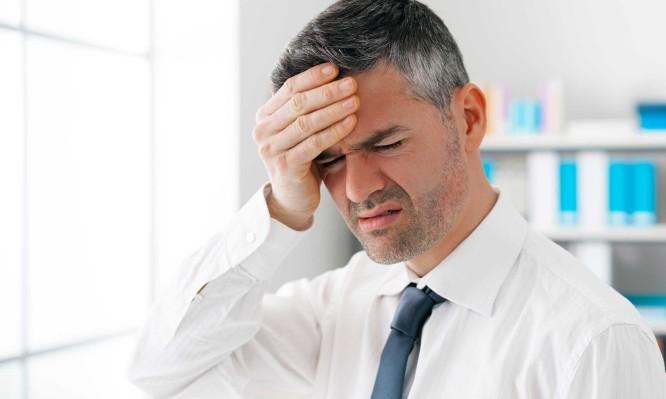 Χαμηλή πίεση: Ποια συμπτώματα είναι «καμπανάκι», τι να κάνετε για να ανέβει