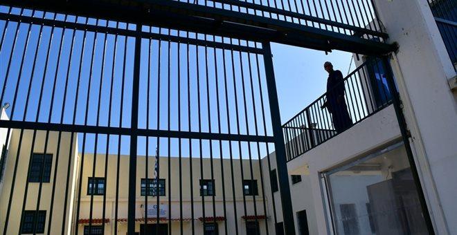 Aγροτικές φυλακές Τίρυνθας: Δραπέτευσε, λήστεψε, και επέστρεψε σαν κύριος!