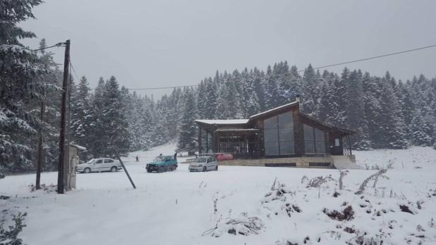 Επέστρεψε το χειμωνιάτικο σκηνικό στα ορεινά των Τρικάλων