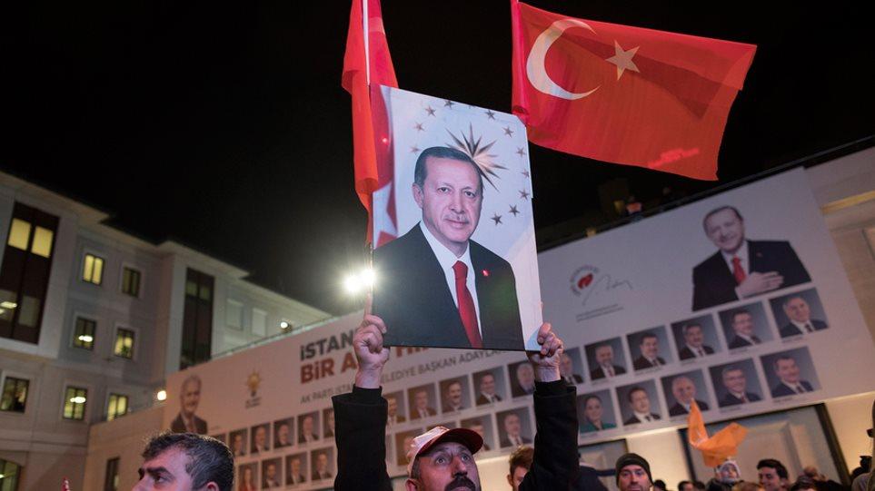 Πύρρειος νίκη Ερντογάν-Παραδέχεται ότι το ΑΚΡ έχασε δήμους