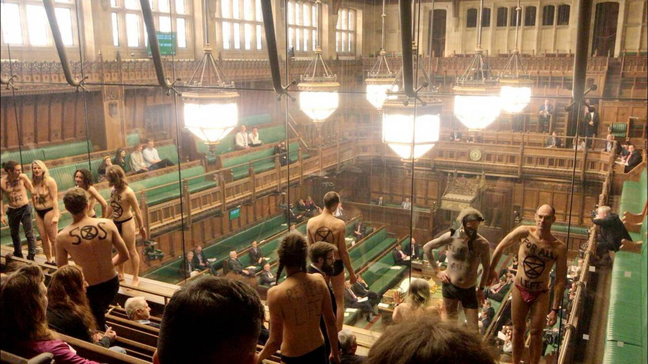 Η… ξεκαρδιστική αντίδραση του Εντ Μίλιμπαντ στην «γυμνή εισβολή» στο κοινοβούλιο έγινε viral