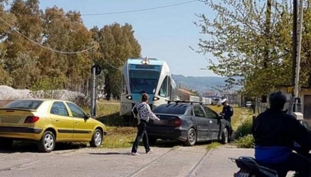 Πάρκαραν τα αυτοκίνητά τους πάνω στις γραμμές του τρένου! [εικόνες]