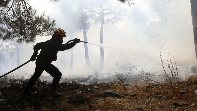 Μέλη οργάνωσης εθελοντών πυροσβεστών φέρονται να έβαζαν φωτιές και να εκβίαζαν Δήμους