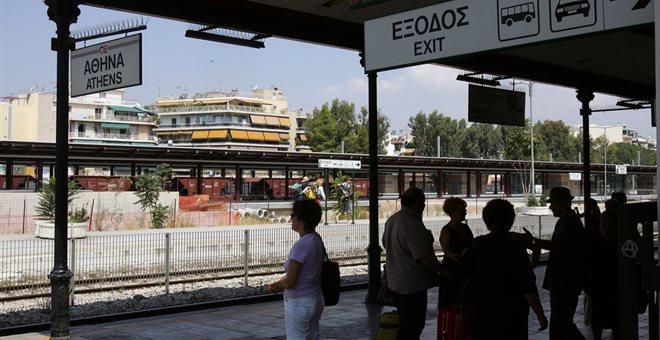 Κλειστός ο σταθμός Λαρίσης από κατάληψη προσφύγων και μεταναστών