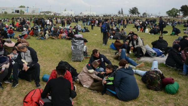 Για τρίτη ημέρα στα Διαβατά οι πρόσφυγες